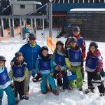 Die jungen Skifahrer hatte viel Spaß