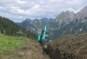 Bei den Grabungsarbeiten ist Teamwork gefragt.